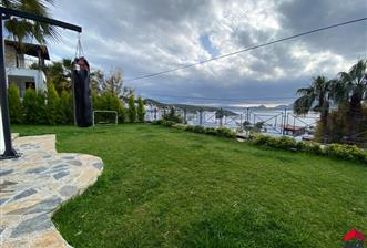 Bodrum Bitez'de Sezonluk Kiralık Tripleks Villa